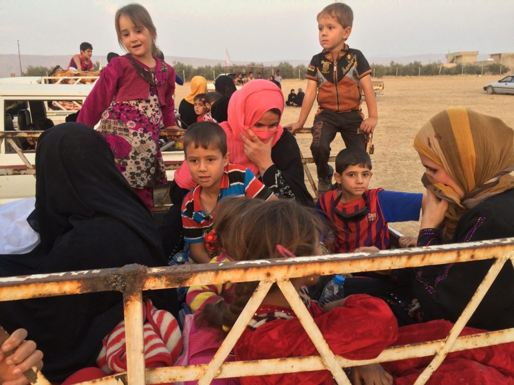 Families on the way to the IDP camp