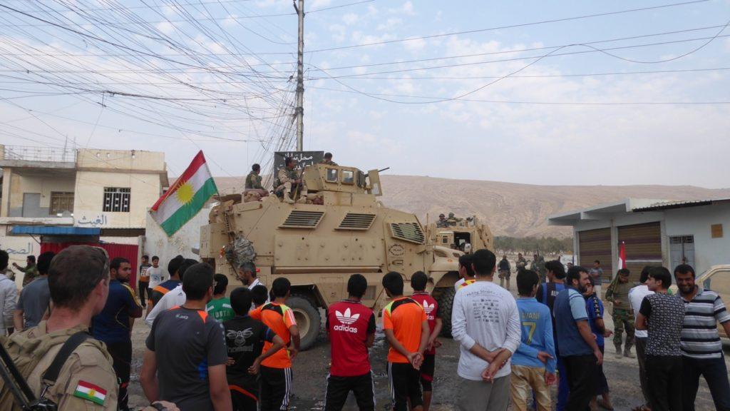 Townspeople welcoming the Peshmerga.