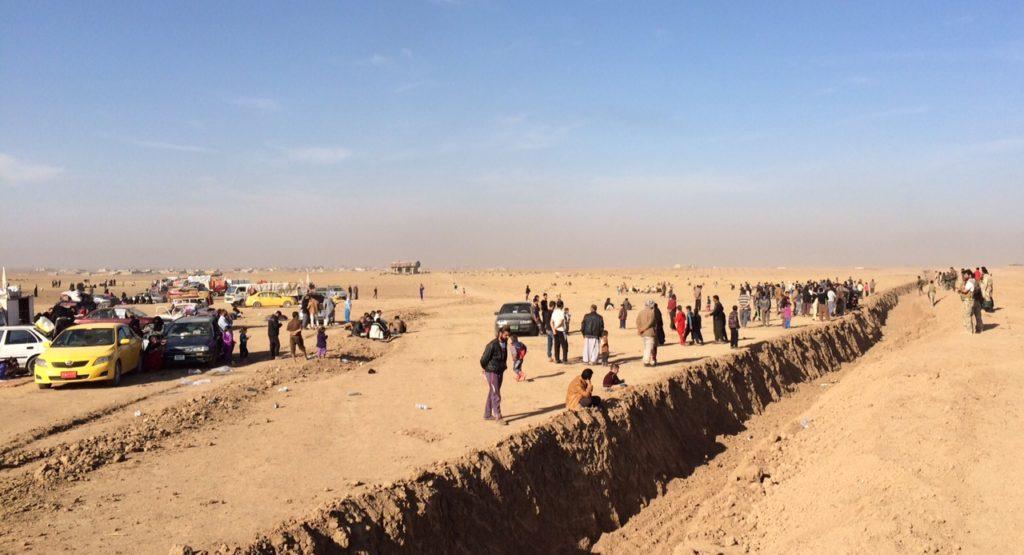 IDPs wait to cross Kurdish trenches. Photo: FBR.