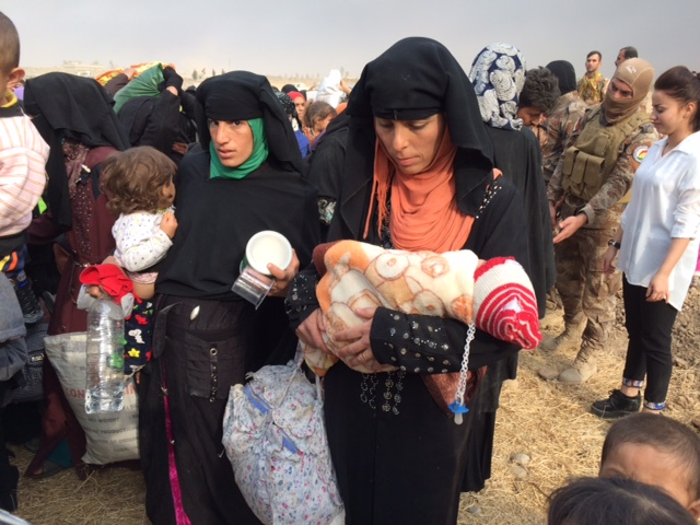 IDP women are given family packs by the FBR team in Kurdistan. Photo: FBR.