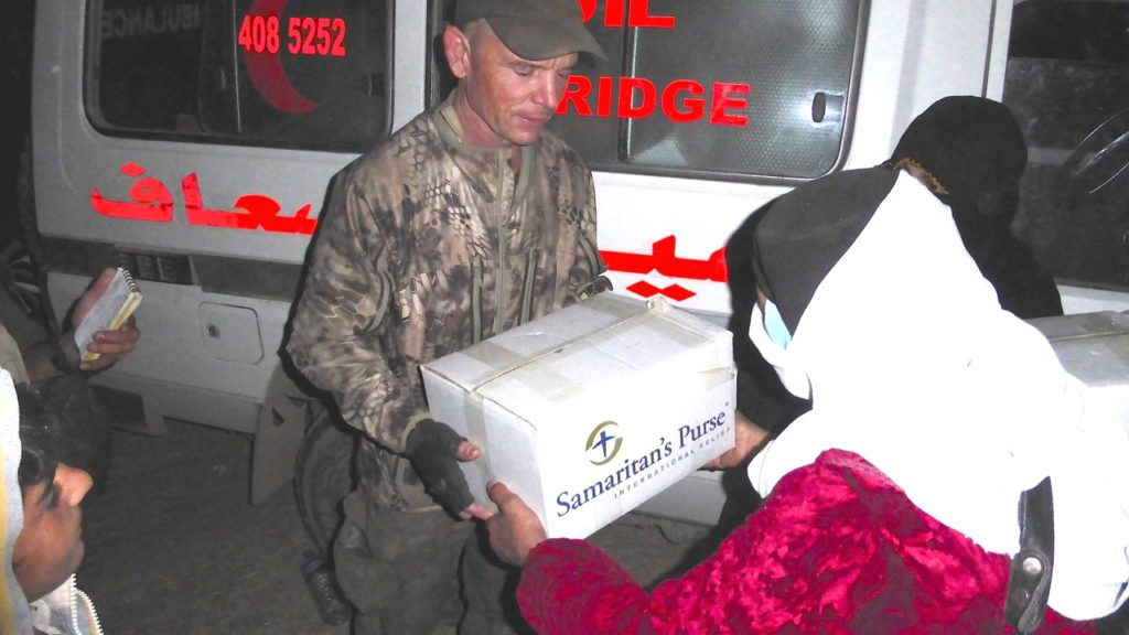 Passing out food to the families. Photo: FBR.