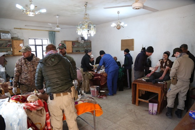 Our team working with Iraqi medics at improvised clinic