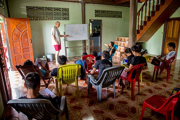 Dr. Scott teaching JSMK students.