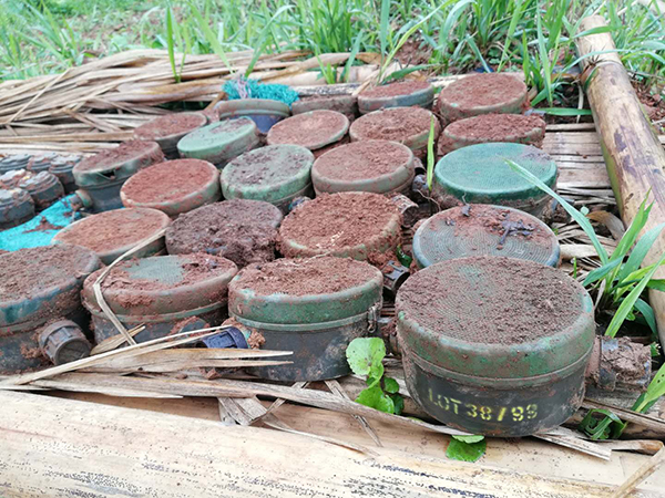 Burma Army M14 and M18/MM2 mines after clearing by the KIA.