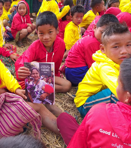 Kids in new GLC shirts check out the 2019 Day of Prayer magazine.