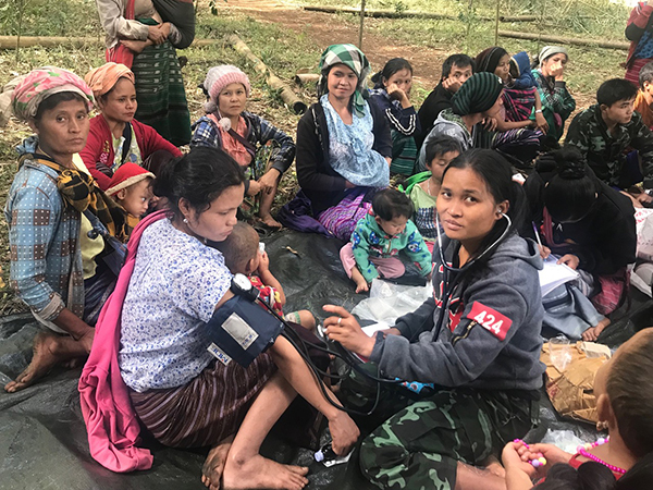 FBR medics treat IDPs in Karen State.