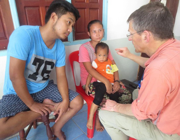 Eh Klo Moo translating for Dr. Bob Arnold during a medical program at the Cross-Border Clinic.