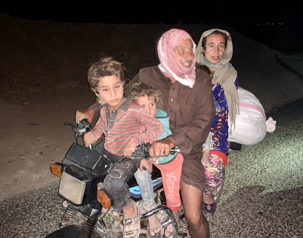 fleeing Syrian family on motorbike (600)