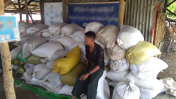 Giving 132 sacks of rice to the Ahtet Myat Hle IDP camp.