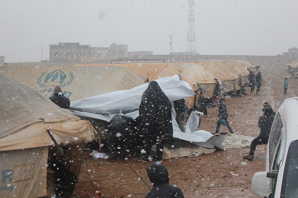 Families from Idlib in the Manbij camp as it snows today, 8 Feb. 2020.