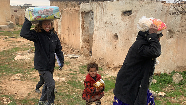 Karen with families who fled Idlib receiving food