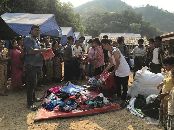 Rangers distribute supplies in an IDP camp.