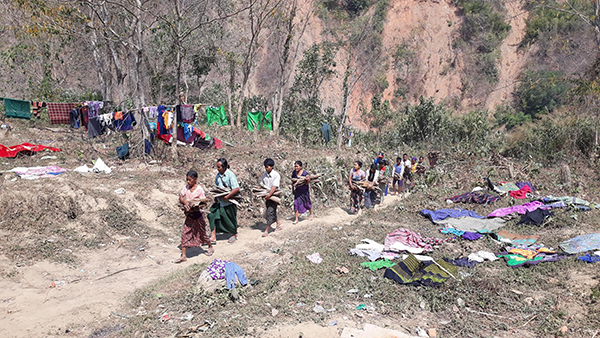 Chin villagers fleeing from the Burma Army jet attacks