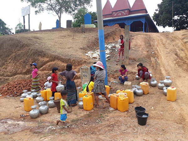 IDPs getting water inside Sami IDP Camp.
