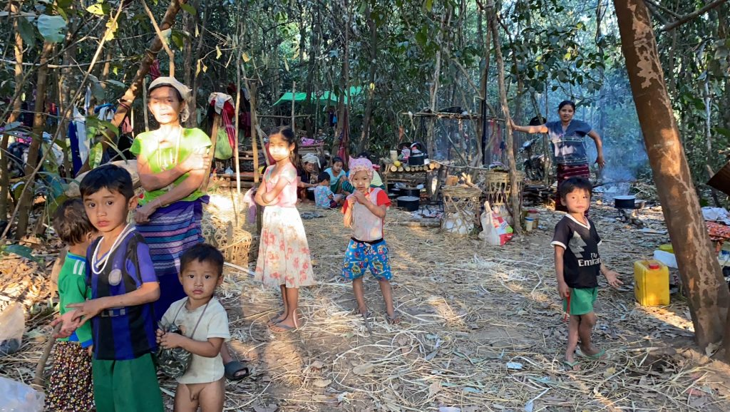 Families who fled their homes and are now in hiding from the Burma Army 2