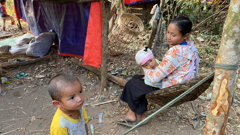 Families who fled their homes and are now in hiding from the Burma Army 3