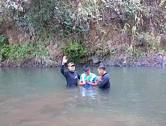 Pastor Edmond and Doh Say baptize one of the rangers
