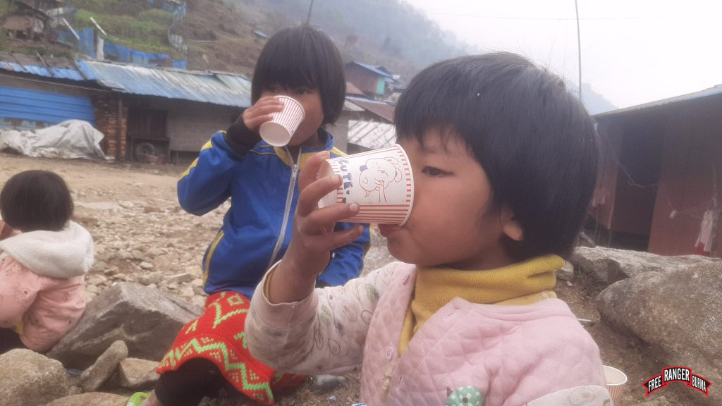 girls_drinking_tea